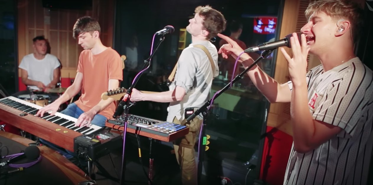"Glass Animals versionando ""Crazy"" de Gnarls Barkley"