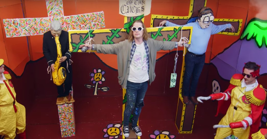 """Kurt Cobain"" crucificado en 'Total Entertainment Forever' de Father John Misty"
