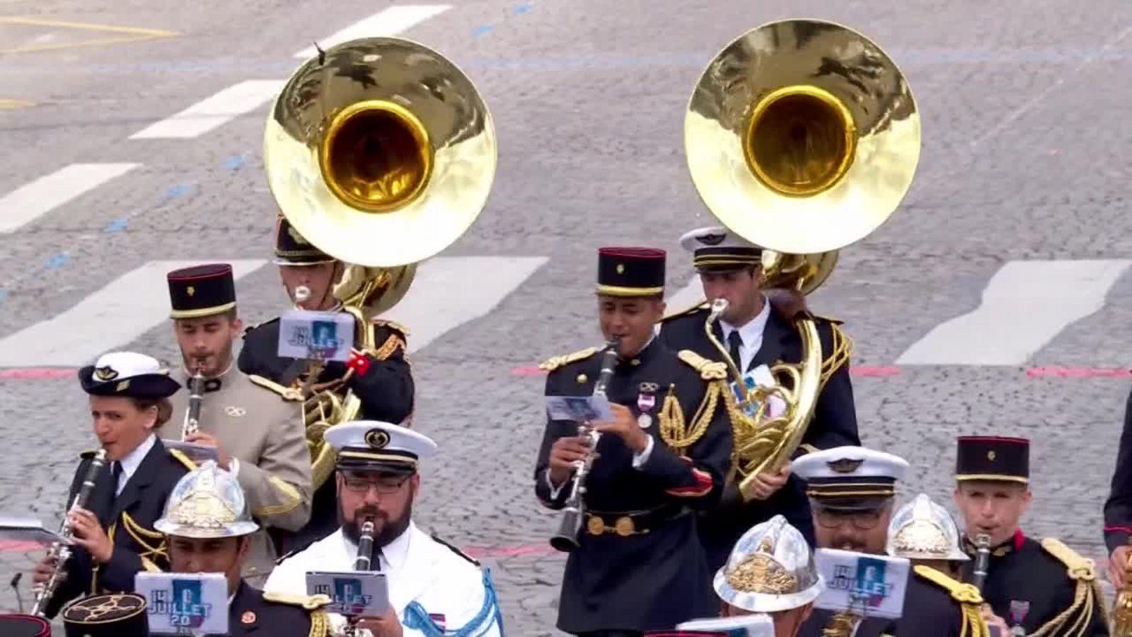 Banda marcial tocando Daft Punk en el Día Nacional de Francia